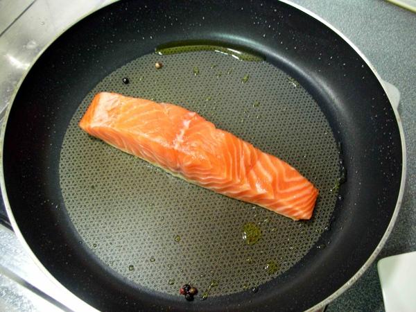 香料油煎鮭魚2.JPG