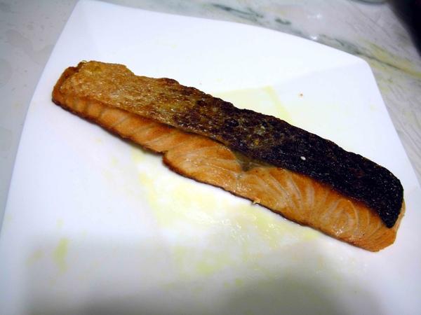 香料油煎鮭魚5.JPG
