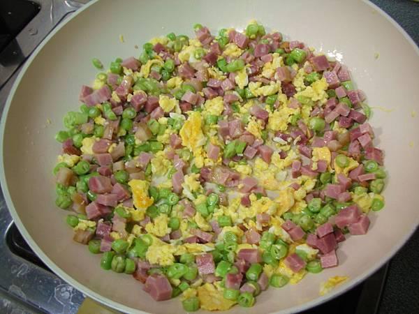 豆豆蛋炒飯4.JPG
