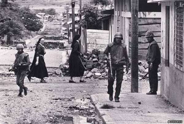 瓜加拉尼:士兵在巡街,Koen Wessing,1979
