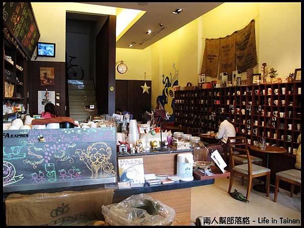 晨星咖啡烘焙專賣店-店內一角06.jpg