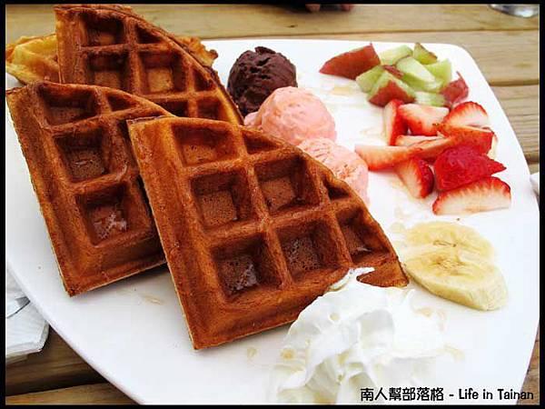 南台南車站-水果冰淇淋百匯鬆餅(180元).jpg
