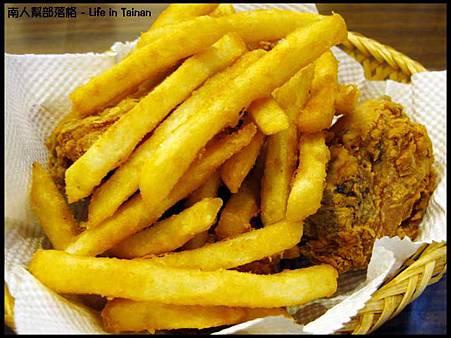 凱吉思PIZZA-炸雞.薯條.jpg