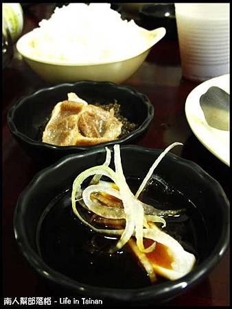 鼎勝火烤兩吃-特製沙茶醬、梅汁沾醬.jpg