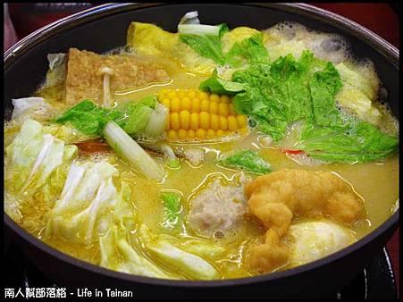 津華火鍋-咖哩牛奶鍋(140元)01.jpg