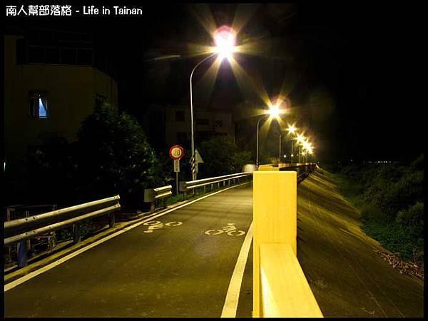 安平-安平堤頂自行車道.jpg