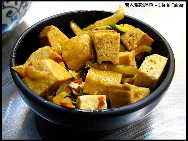 老騎士咖哩飯-小菜.jpg