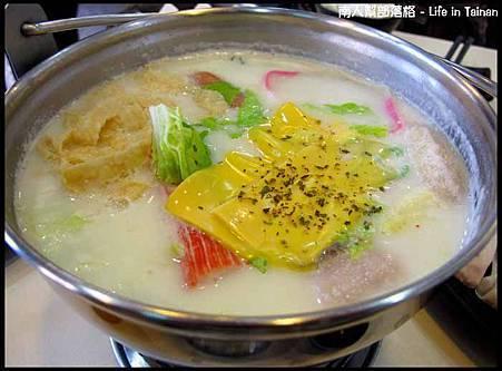 鮮滋先嚼-帕米桑起司牛奶鍋(139元).jpg