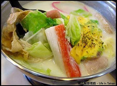 鮮滋先嚼-帕米桑起司牛奶鍋(139元)1.jpg