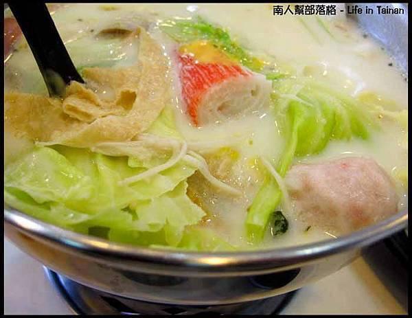 鮮滋先嚼-帕米桑起司牛奶鍋(139元)3.jpg