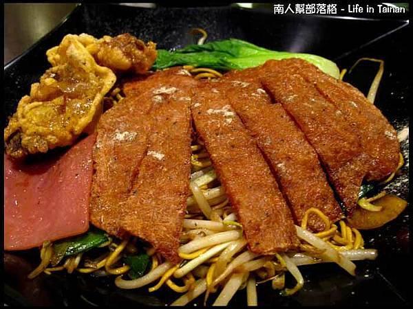 高雄行-大遠百港式脆雞煲仔麵套餐(149元)