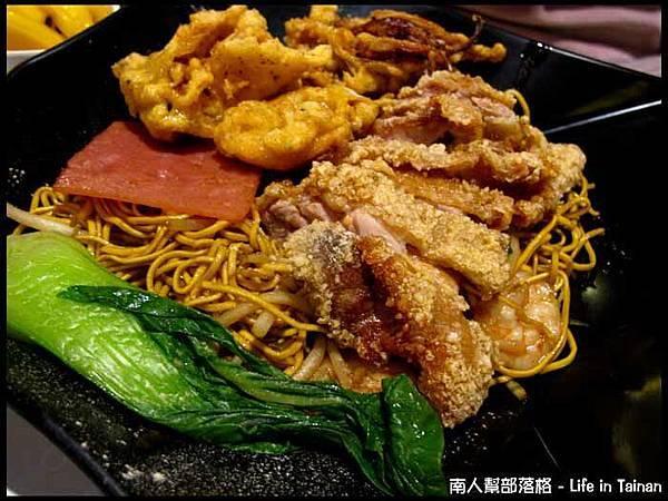 高雄行-大遠百港式豬排煲仔麵套餐(139元)