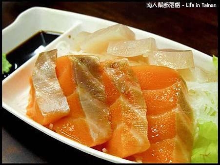 鄭家孔雀蛤大王-生魚片(200元)