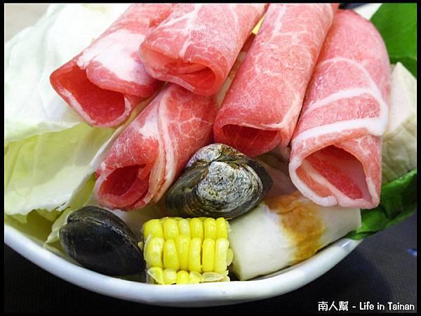 歐圖咖啡廚房(台南新市店)-火鍋豬肉盤