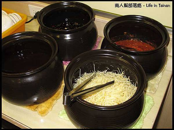 佳里阿安牛肉清湯(台南中華北路)-酌料.jpg