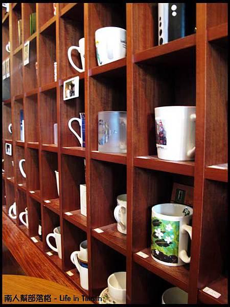 晨星咖啡烘焙專賣店-客人寄放在這邊的杯子.jpg
