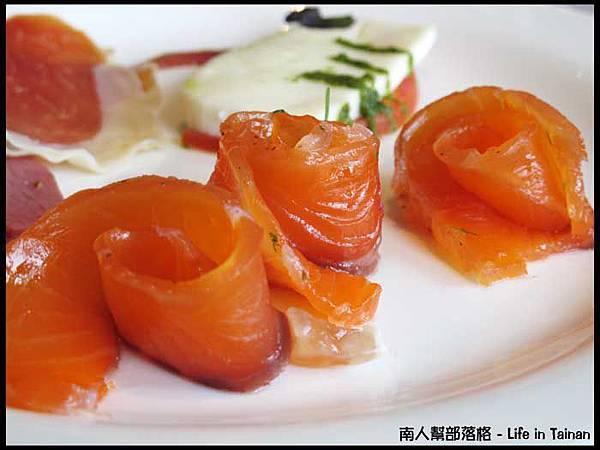 The Cut-燻鮭魚、起司、歐式冷肉.JPG