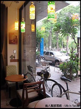 晨星咖啡烘焙專賣店-店內一角05.jpg
