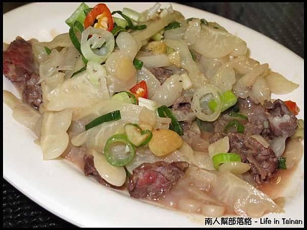 佳里阿安牛肉清湯(台南中華北路)-苦瓜牛肉100元(拍照前偷吃了幾口).JPG