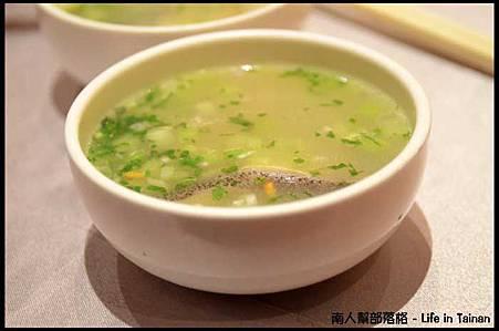 總理大餐廳09-爆米魚片湯(海鱺魚).jpg