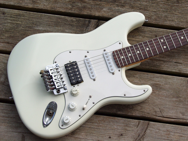 alpine-white-strat.jpg.jpeg