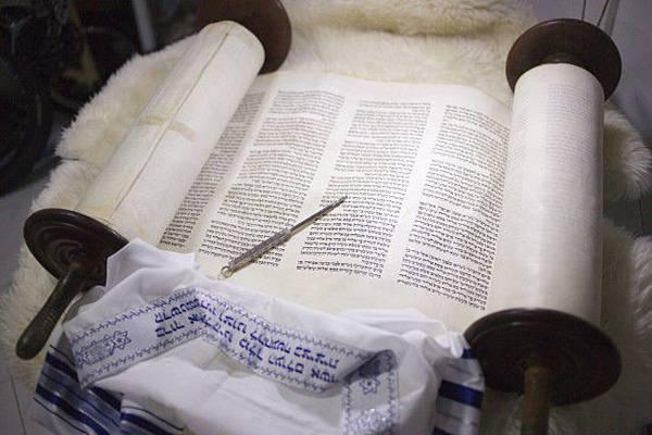 犹太的妥拉经卷-650x433