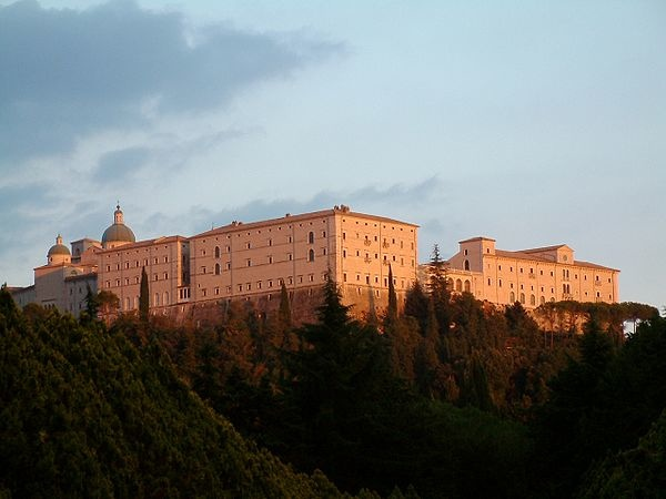 600px-Monte_Cassino_Opactwo_1