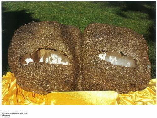 美洲國家組織舉辦義雲高大師韻雕作品展 「神秘石中霧」義雲高大師韻雕 縹緲雲霧繚繞 深不見底