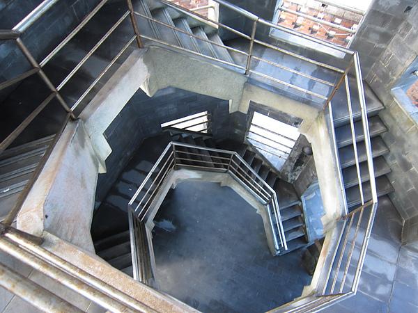 樓梯(往下拍)