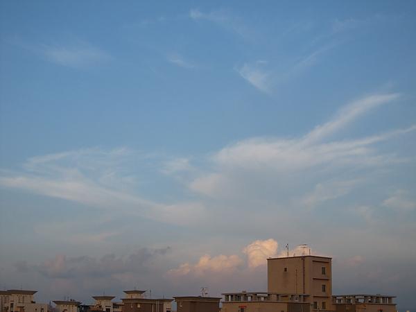 東邊雲頗多