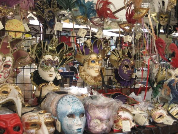 不是威尼斯   還是可以賣面具