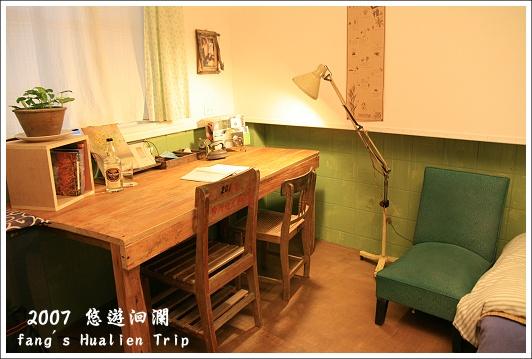 書桌與復古沙發椅