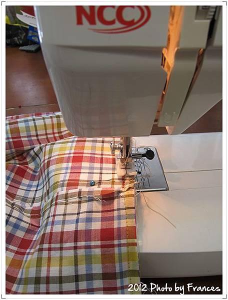 車縫裡布...聽到縫紉機搭搭的聲音就覺得很有趣