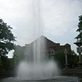 噴水池與圖書館