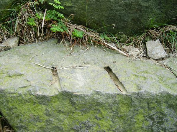 金包里大路的「斧鑿」痕跡