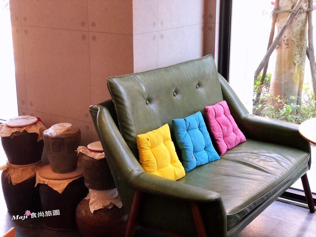 香投咖啡沙發區