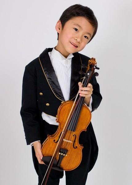 ㄉㄨㄞ持小提琴照1
