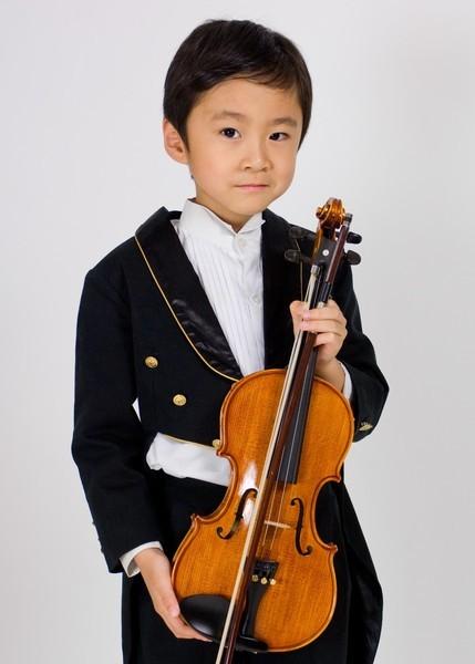 ㄉㄨㄞ持小提琴照2