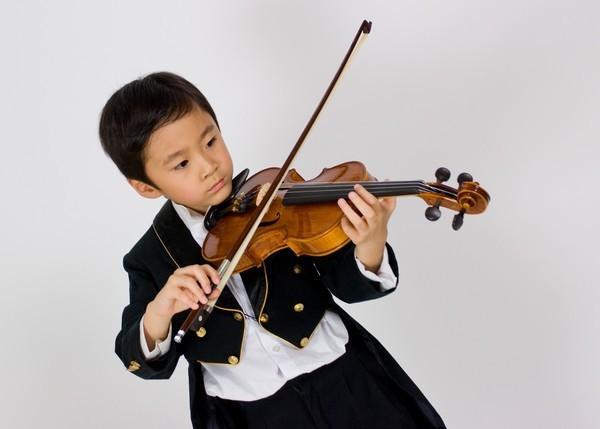 ㄉㄨㄞ拉小提琴照2