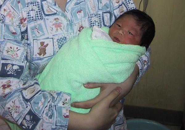 剛出生的照片