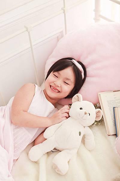 咩咩跟可愛的小熊玩偶拍照2