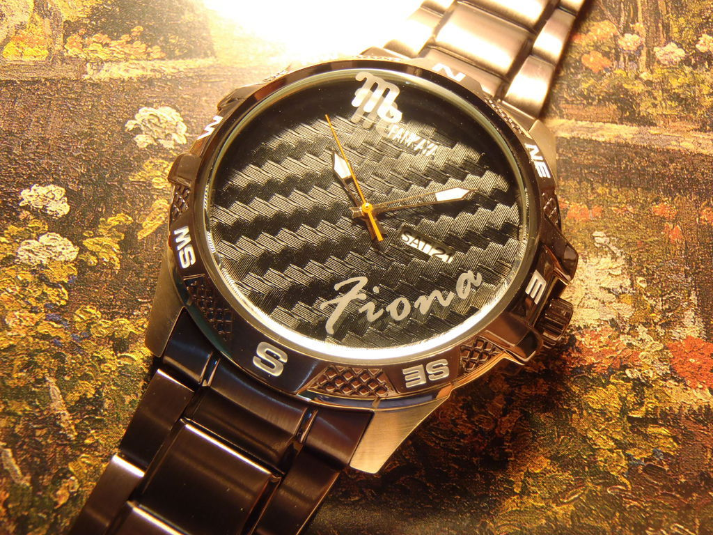 聯合報記者訂做的刻字加星座雕刻手錶