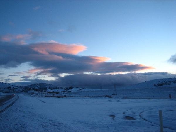 清晨雪地的天色