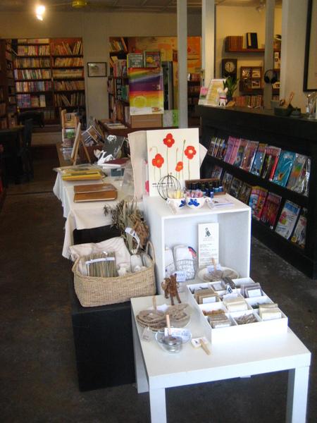 接著去時光二手書店