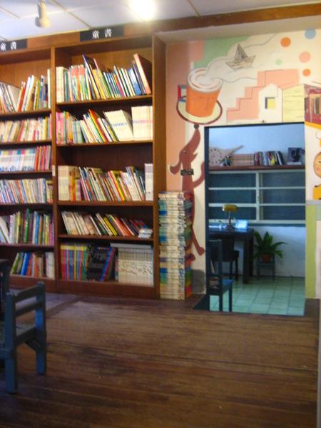 兒童區的書櫃