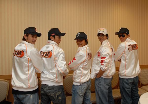 五人合拍! 2006