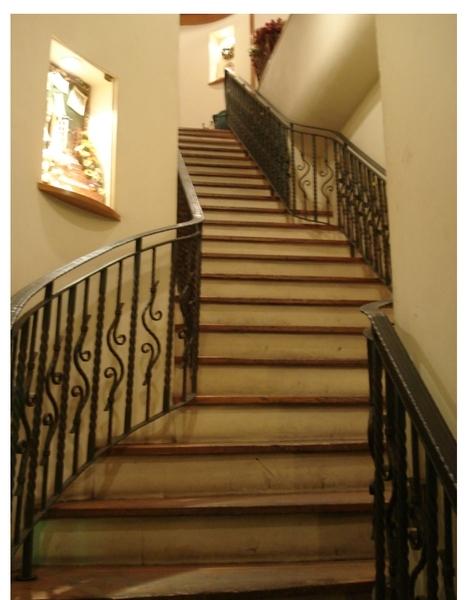 彷若秘密通道的階梯