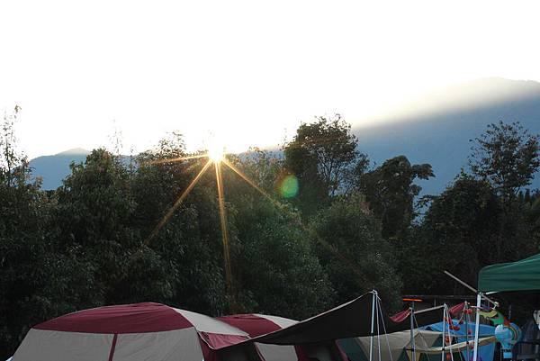 10-吻吻露營區的日出