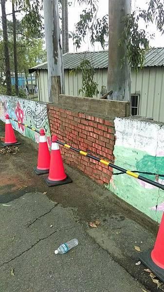 范振葵修圍牆.jpg