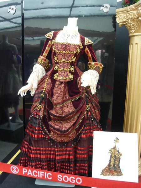 卡洛塔平時的服裝